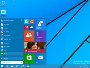 Pulpit Windows 10 TP po instalacji.
