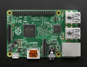 Raspberry Pi 2, które w końcu można nazwać nowoczesnym urządzeniem wyprowadziło Jeżynę z epoki ARM v6.