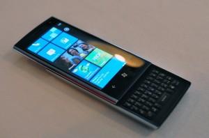 ...tylko czy widzieliśmy to już gdzieś wcześniej? Dell Venue Pro, prawdopodobnie jedyny w historii seryjnie produkowany smartfon z Windows Phone i fizyczną klawiaturą QWERTY.